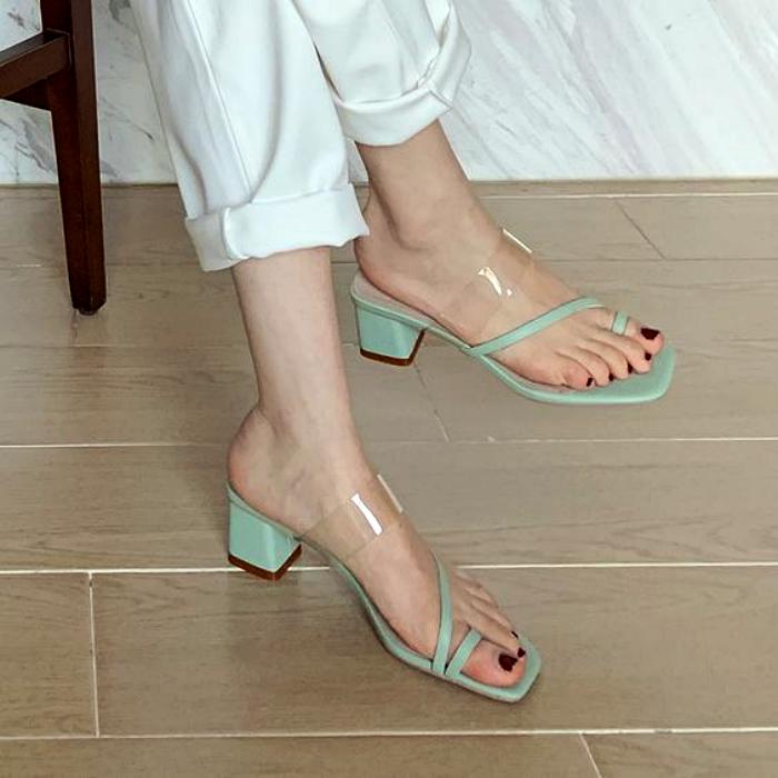 sandalias color menta con punta cuadrada