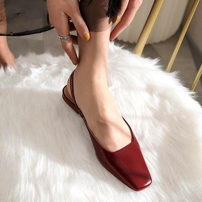 zapatos de metedera color rojo con punta cuadrada