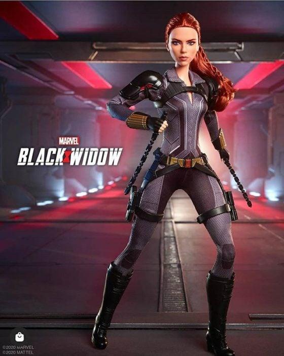 Muñeca Barbie edición especial de Black Widow en su traje negro