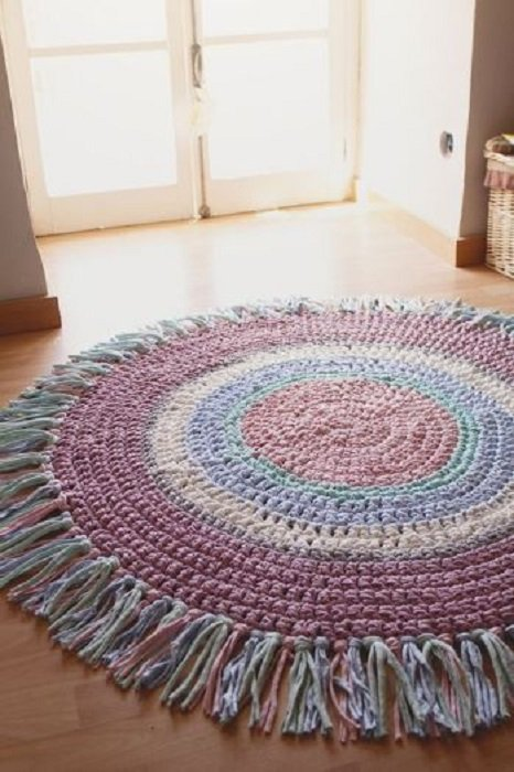 tapete circular en tonos lilas