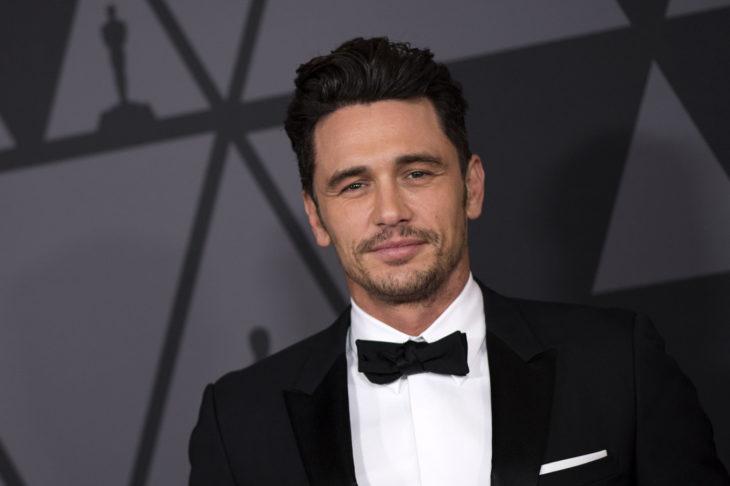 James Franco llevando traje sastre