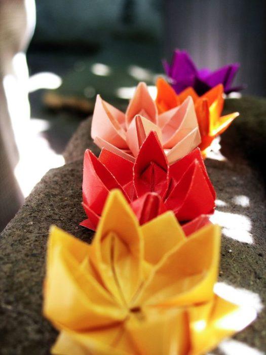 Flores de papel hechas en origami