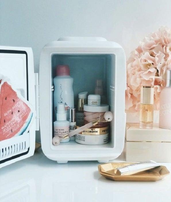 Refri con productos de skin care