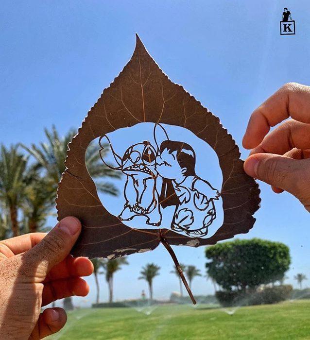 Dibujo en hoja cortada de Kanat Nurtazin de Lilo y Stich