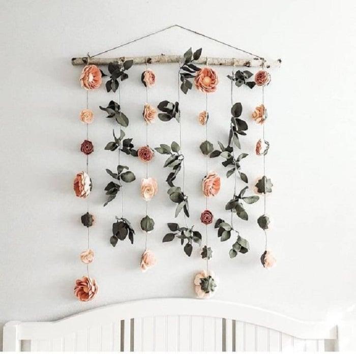 Adorno de pared con colgantes de flores