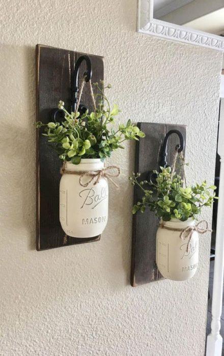 Macetas de pared hechas con jason mars y en madera