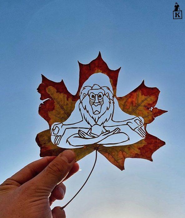 Dibujo en hoja cortada de Kanat Nurtazin de Rafiki de El rey león