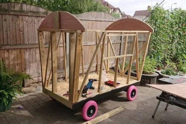 Armazon de madera para construir una minicabaña