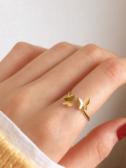 Minimalist butterfly ring; accessories with butterflies to welcome autumn