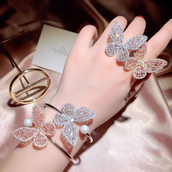 Butterfly charm bracelets; accessories with butterflies to welcome autumn