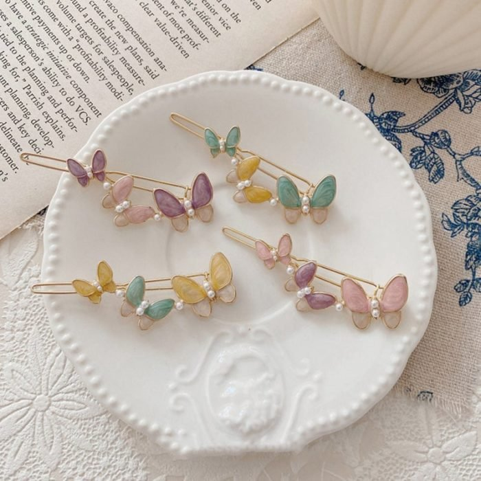 Hair clips with butterflies; accessories with butterflies to welcome autumn