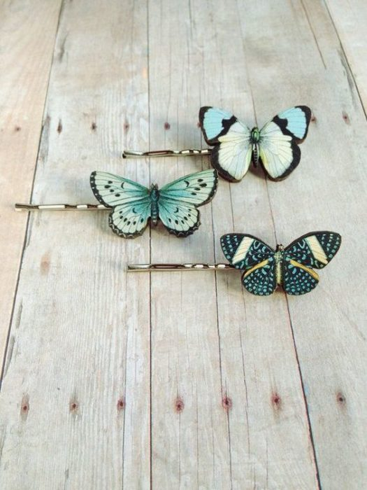 Pins with butterfly wings; accessories with butterflies to welcome autumn