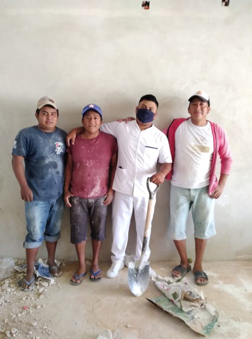 Manuel Chimas y sus compañeros de trabajo