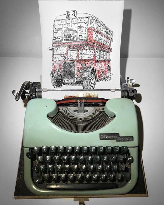 Dibujo de James Cook hecho en una máquina de escribir de un autobus de dos pisos en Londres