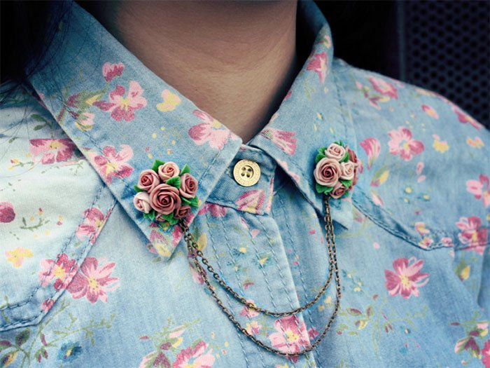 Shirt brooch in the shape of bouquets of roses