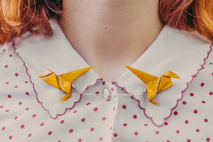 Crane-shaped shirt brooch