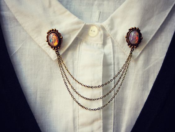 Vintage button-shaped shirt brooch