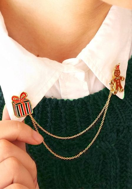 Broche para camisa en forma de regalos navideños
