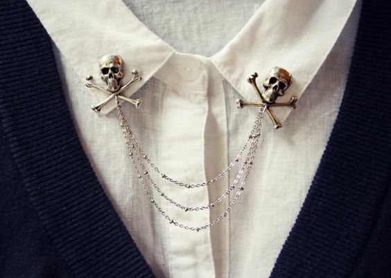 Skulls shirt brooch