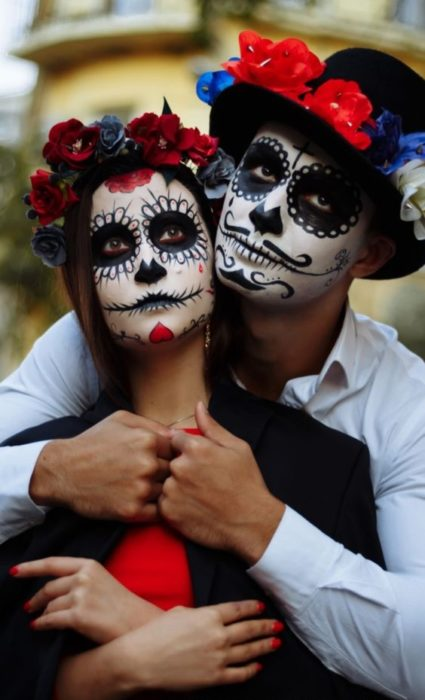 Catrina makeup on full face in black and white tones in couple's match