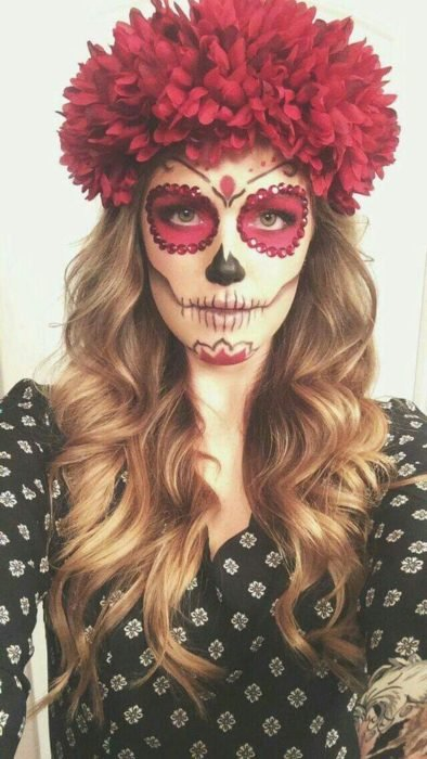 Catrina makeup in wine, black and white tones with a crown of flowers in wine color
