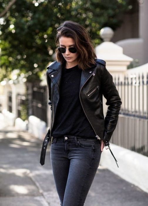 Girl wearing a total black look with a leather jacket