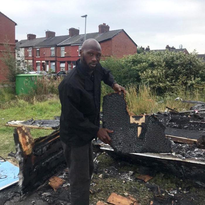 David Olalekan Kamson Odesanya, queman su puesto de comida a chef de Nigeria