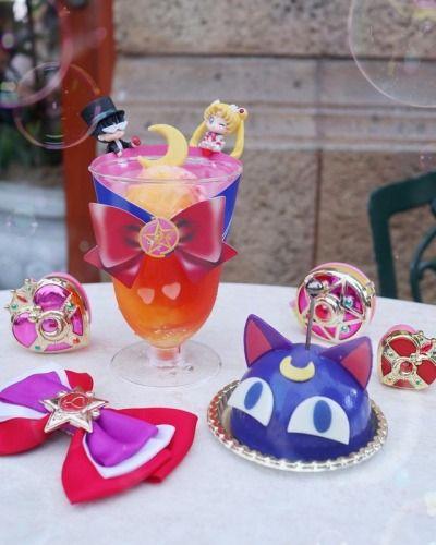 Gelatina y bebida en colores purpuras inspiradas en Sailor Moon