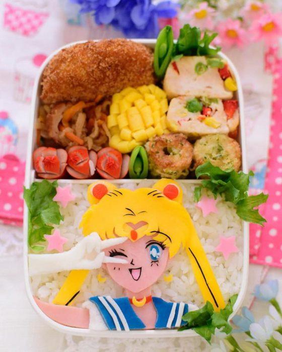 Bento con arroz blanco decorado con Sailor Moon