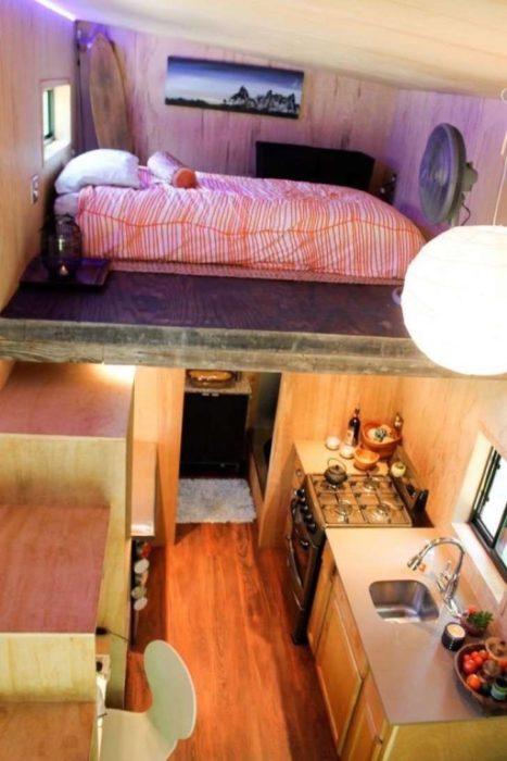 Recamara en la parte superior de una pequeña casa de 14 metros cuadrados