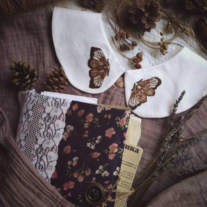 Amberry Lamb crea bonitos cuellos bordados de Halloween para vestidos y blusas; diseño de alas de mariposa sobre tela blanca, suéter vintage tejido color gris