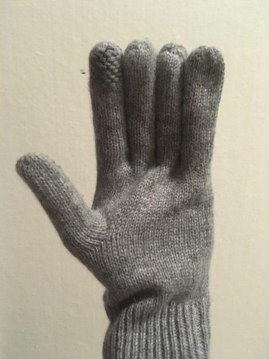 Guante deforme con dedos extremadamente largos