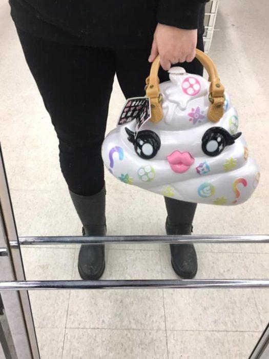 Bolsa con diseño de una popó