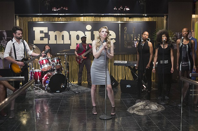 Escena de la serie Empire en la que aparece Courtney Love cantando