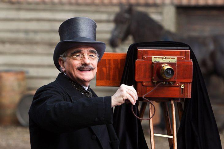 Escena de la película el invento de Hugo en la que aparece el director Martin Scorcese