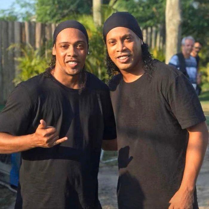 Ronaldinho y su doble
