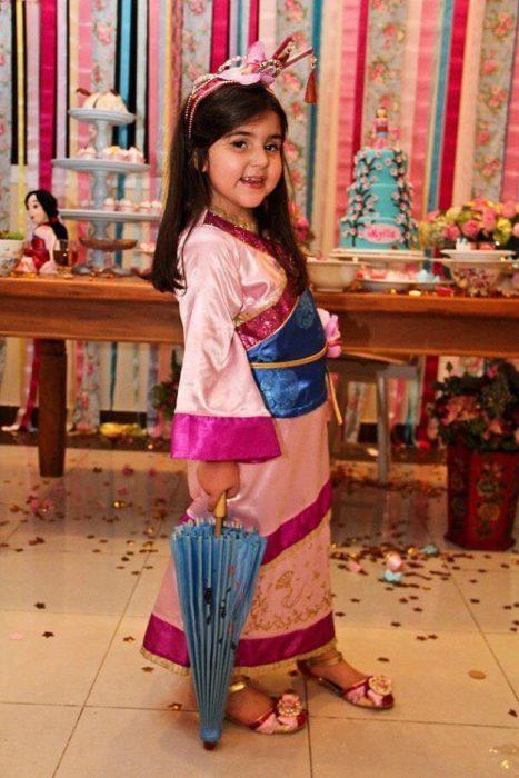 Disfraz para niña con temática de mulán