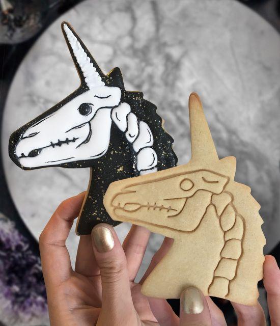 Galletas de mantequilla con decoración de Halloween en forma de unicornios