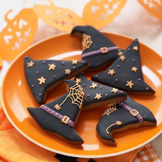 Galletas de mantequilla con decoración de Halloween en forma de sombrero de brujas