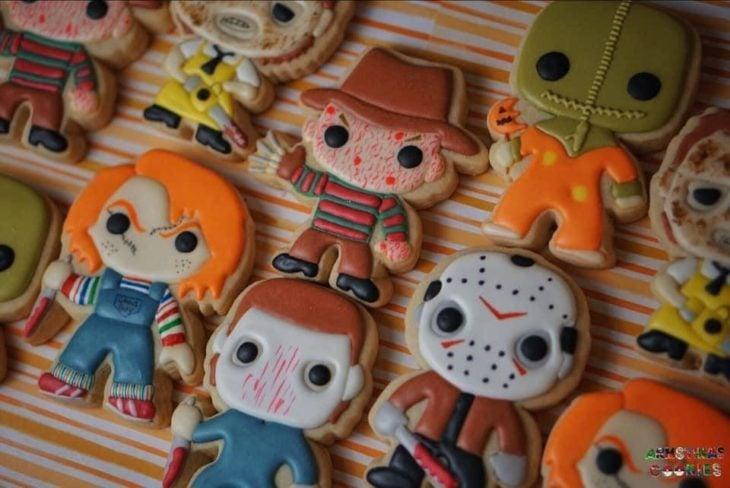 Galletas de mantequilla con decoración de Halloween en forma de funkos de terror