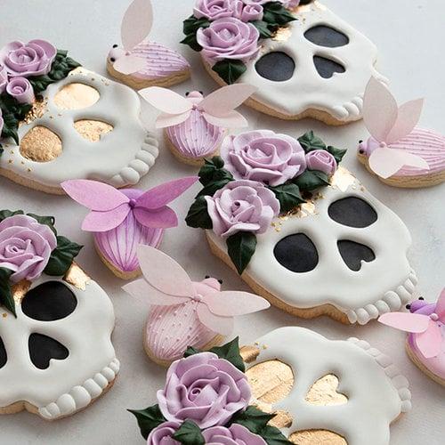 Galletas de mantequilla con decoración de Halloween en forma de calaveras dulces