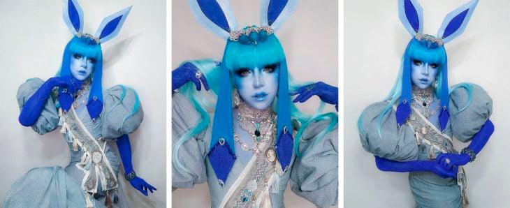 Drag Queen C-PHER usando el cosplay del pokémon Glaceon