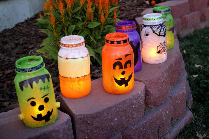Frascos pintados con velas para halloween