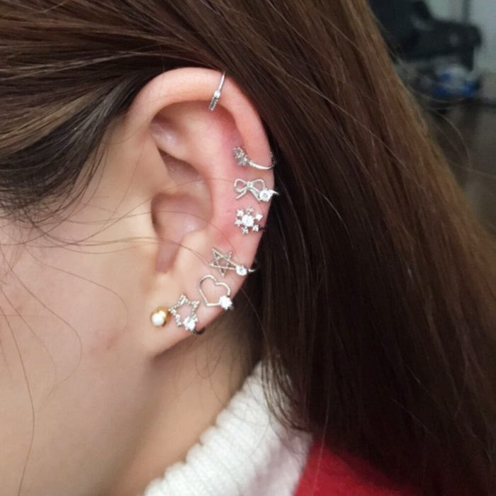 Set of earrings that simulate piercings
