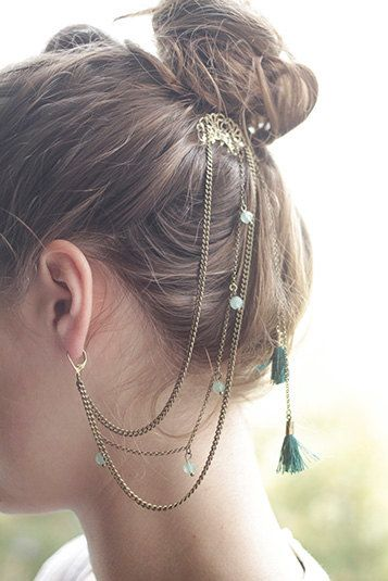 Chains with green stones on the hair