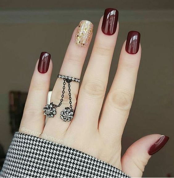 Manicure in shades of wine with gold