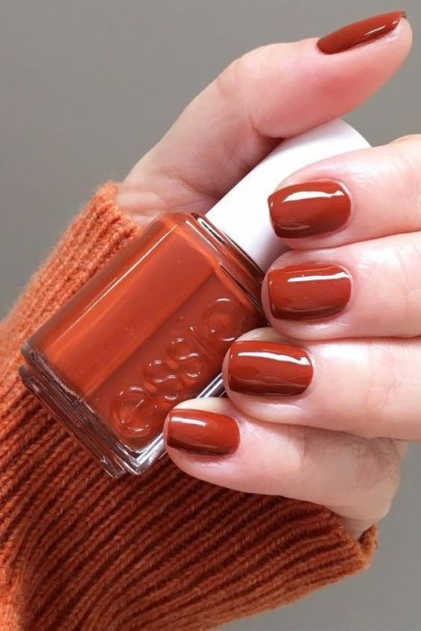 Manicura en color ocre