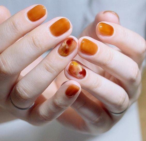 Manicure in pumpkin colors