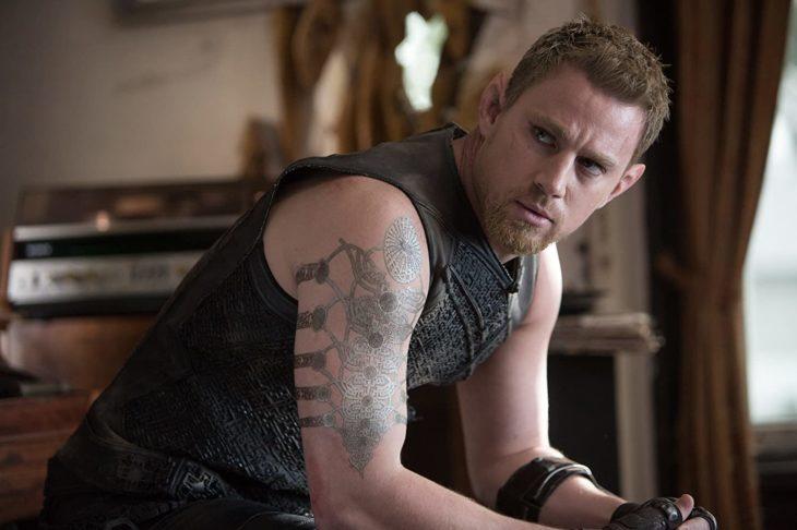 Channing Tatum interpretando a un duende en la película El destino de Júpiter