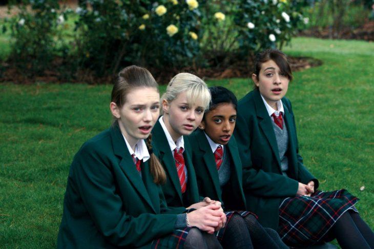 Chicas del colegio que aparece en la película Cómo aprender a besar y no morir en el intento